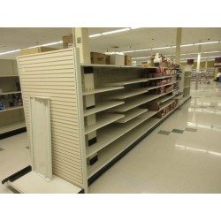 Lot 31 - STREETER GONDOLA SHELVING - 82FT RUN - BY THE FOOT
