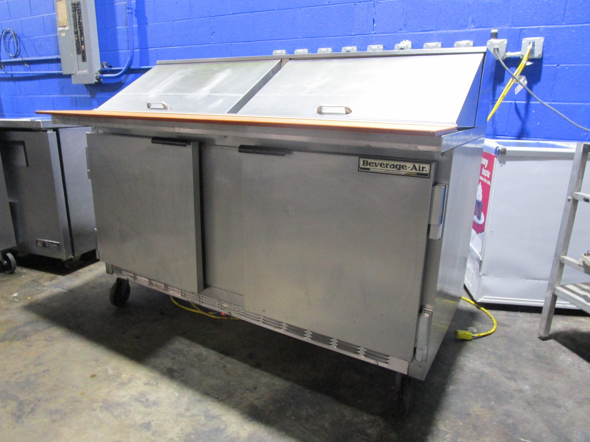 "BEVERAGE AIR SPE60-24M 60"" 2 DOOR MEGA TOP REFRIGERATED SANDWICH PREP TABLE"