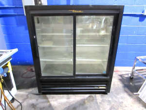TRUE GDM-41SL-54-HC-LD 2 SLIDE GLASS DOOR COOLER REFRIGERATOR MERCHANDISER 115V